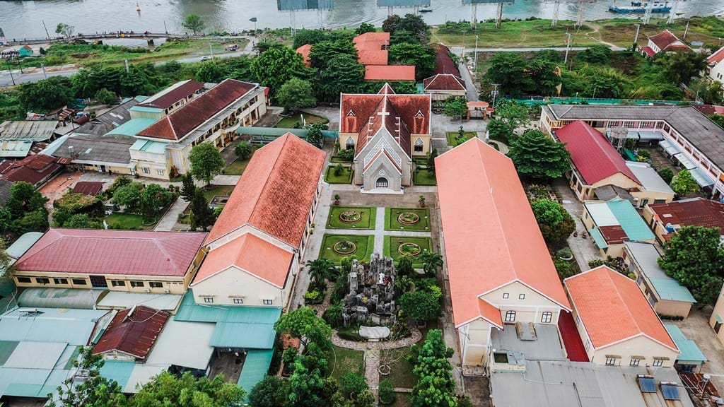 Картинки по запросу nhà thờ và tu viện Dòng Mến Thánh Giá ở Thủ Thiêm