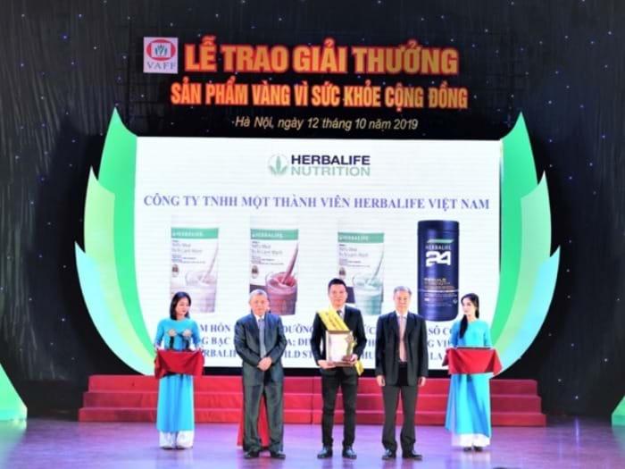 """Herbalife Việt Nam nhận giải thưởng """"Sản phẩm vàng vì sức"""