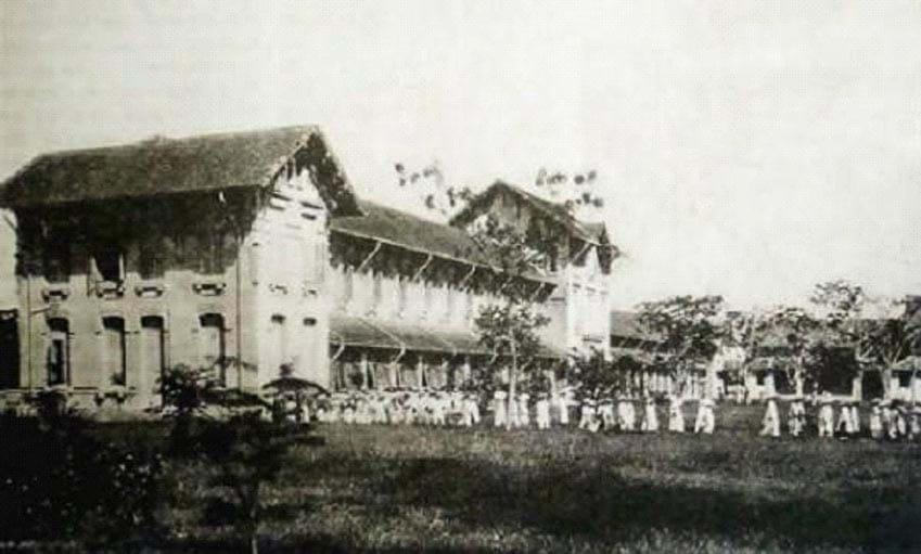 Trường Đồng Khánh Huế và những đồng tiền vua ban